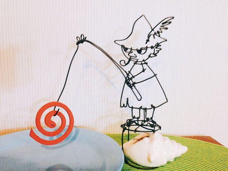 ワイヤークラフト☆ 初めてワイヤーで実用的なの作った〜♡ 蚊取り線香の…なんていうんだ? かけるやつね!! スナフキンの下にある貝殻オブジェは重し&ライター入れになります。 (*´艸`*)
