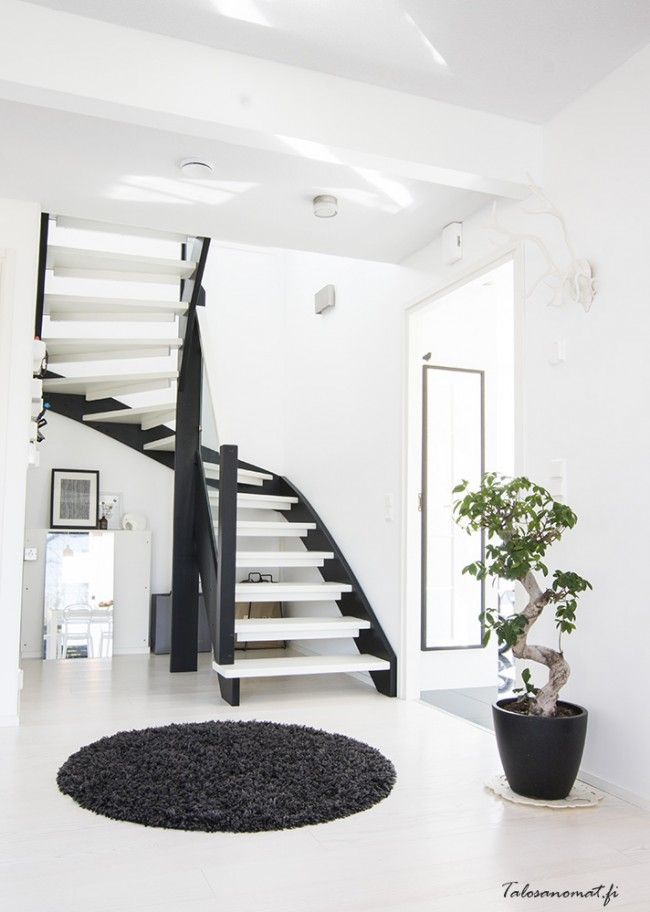 Via Talosanomat | Black and White | Hallway | Nordic