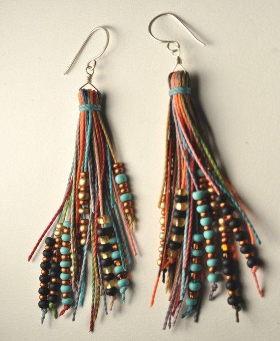 Etsy の Beaded Tassel Earrings by AMiRAjewelry