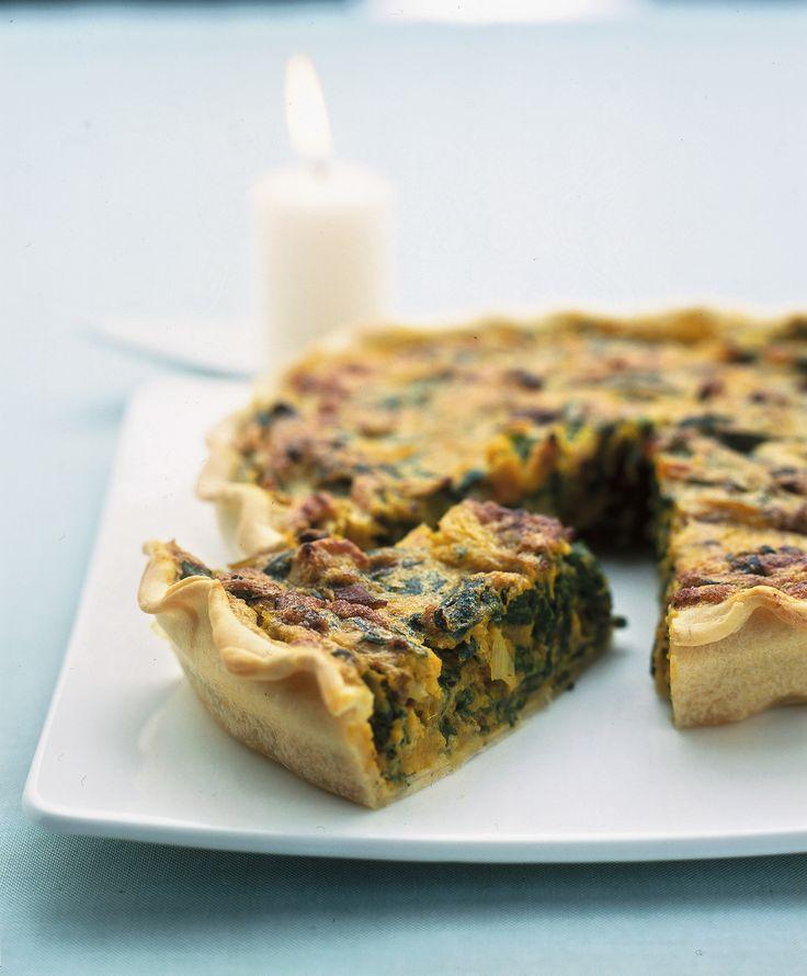 Impara a preparare un'ottima quiche di erbette e zucca con le erbe aromatiche da servire come secondo piatto su Sale&Pepe! Scopri la ricetta.