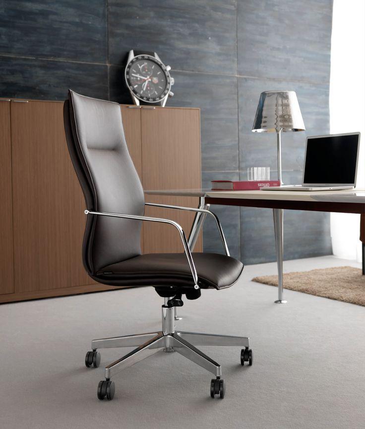 Descarregue o catálogo e solicite preços de Maybe   cadeira executiva by Quinti Sedute, cadeira executiva de pele de 5 raios com braços com encosto alto, coleção Maybe