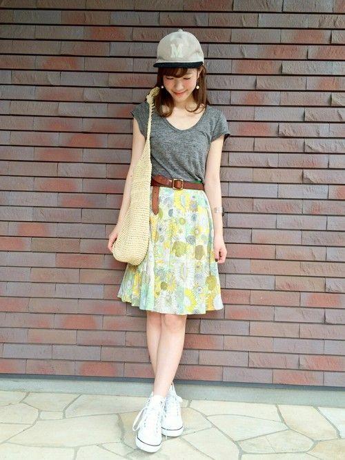 Tシャツ:shinzone・・・ スカート:used(NATURAL BEAUTY BASIC)・・・ キャップ:LEPSIM LOWRYSFARM