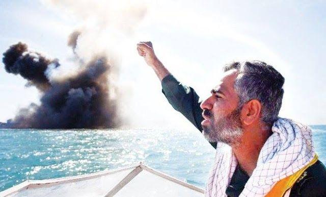 Iran gelar latihan militer  Anggota Garda Revolusi Iran melontarkan slogan setelah menyerang kapal laut selama latihan militer di Selat Hormuz (Arabnews)  Angkatan Laut Iran memulai latihan tahunan pada Minggu (26/2) dekat Selat Hormuz. Laksamana Habibollah Sayyari dari AL Iran mengatakan mereka akan bermanuver dua hari di sekitar Laut Oman dan Samudra Hindia dengan jangkauan misi 2 juta km persegi. Hampir sepertiga perdagangan minyak jalur laut melewati selat Hormuz. Daerah ini juga pernah…