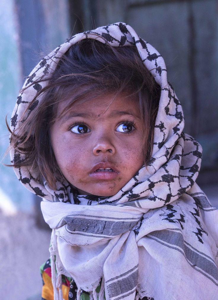 que muestran los ojos de esta bellisima niña palestina? temor...