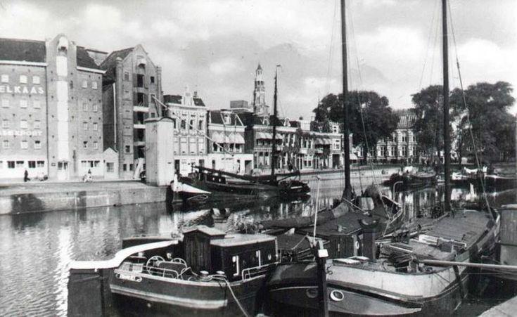 Groningen<br />De stad Groningen: Westerhaven met op de achtergrond het kaaspakhuis ca. 1950