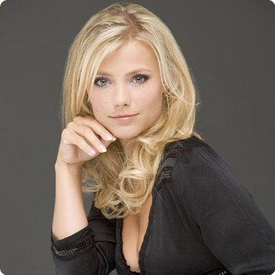 Gigi Ravelli is een actrice zij speelt ook in de soap serie Goede Tijden Slechte Tijden. Judith, Geno en Isabel
