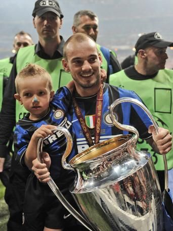 Wesley #Sneijder with the Champions League and son
