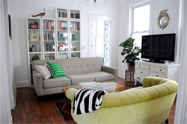 Love this living room and the mismatched sofas eclecticallyvintage.com