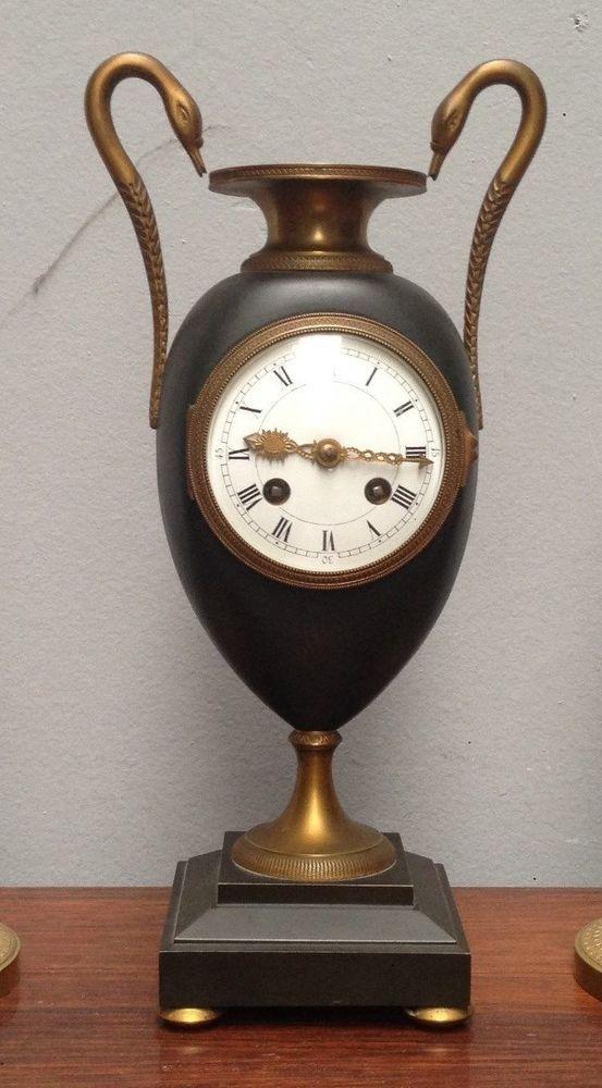 pendule vase medicis colde cygne bronze patiné à l'amortissement. XX siècle .