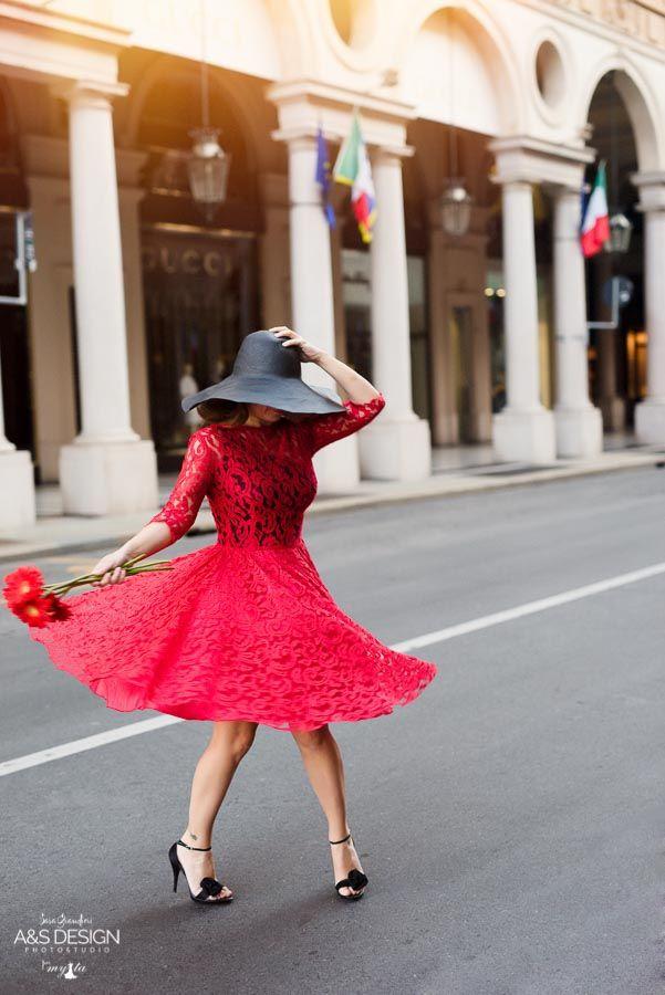 Red Pizzo via Roma - Torino  Un'esperienza fotografica fatta di tulle, fiori e glamour!   My Ta Editorial Photography + PostProduction: Sara Grandieri Stylist: Tamara Milia Flower Designer: Corinna Brilli - ULTRAViOLET