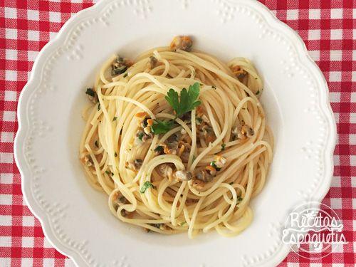 Receta super fácil y rica de espaguetis con berberechos