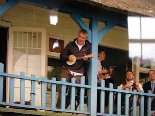 griff rhys jones playing ukulele