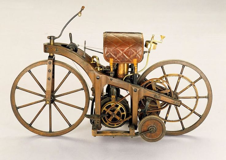 The first motorcycle was designed and built by the German inventors Gottlieb Daimler and Wilhelm Maybach in Bad Cannstatt (Stuttgart) essentially 1885.Pada motorcycle, although the inventors called Reitwagen (by car) .inii also a petroleum-powered vehicles that first
