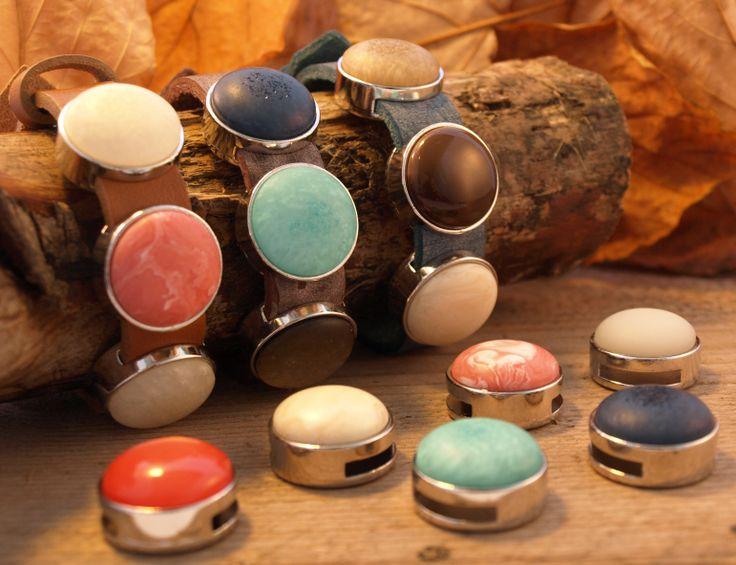 Prachtige leren armbanden! Shop snel op http://www.wenn-sieraden.nl/leren-armbanden-en-schuifstenen/