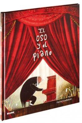 """""""El oso y el piano"""" de David Litchfield. Un dia, en el bosque, un pequeño osezno encontró algo que no había visto nunca. «¿Qué debe ser esta cosa tan rara?», pensó.    Con el transcurso del tiempo, el oso aprendió a tocar el instrumento. Un día, por casualidad, los hermosos sonidos del piano llegaron a oídos de un padre y su hijo, que almorzaban en el bosque. El oso los acompañó a Nueva York, donde su extraordinaria habilidad lo convirtió en una estrella.  DE 7 A 9 AÑOS. Signatura: R BLU"""