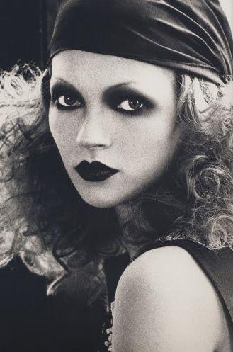 maquillaje años 20 por Kevin Aucoin.