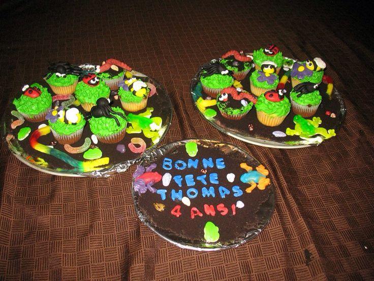 Cupcakes avec insectes en fondant.