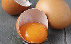 Glänzende Haare durch die Proteine des Eigelbs
