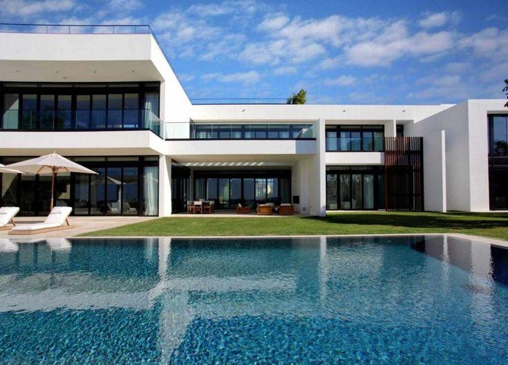 Stunning Waterfront Modern Masterpiece by Ralph Choeff in  Miami Beach (2)