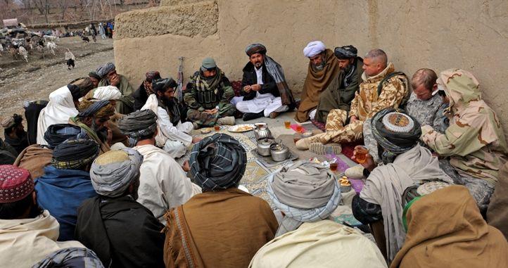 Die Aktivitäten der radikalen Gruppen in Afghanistan bedrohen auch die nationale Sicherheit Russlands. Deshalb wird Moskau die Zusammenarbeit mit Kabul nicht aufgeben. Fragen der wirtschaftlichen Zusammenarbeit werden schon seit langem diskutiert und in der heutigen Situation werden sie wichtig. Aufgrund der geringen Sicherheit sind umfangreiche Investitionen in die afghanische Wirtschaft jedoch eher unwahrscheinlich, schreibt die ...