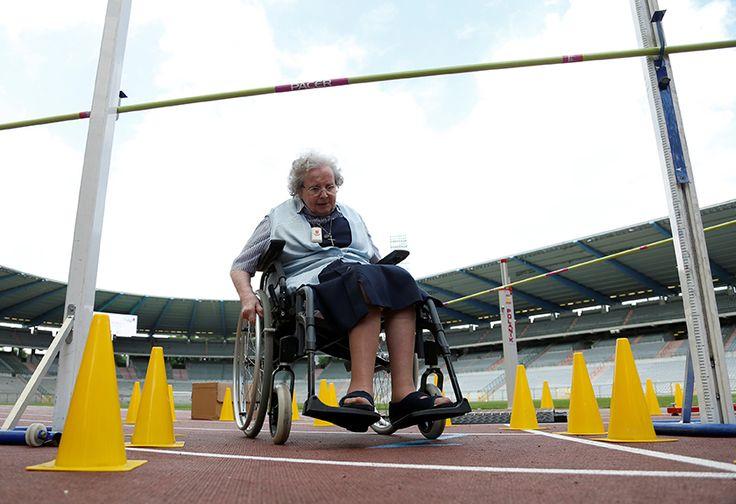 Semangat Pantang Menyerah Kakek Nenek di Olimpiade Lansia