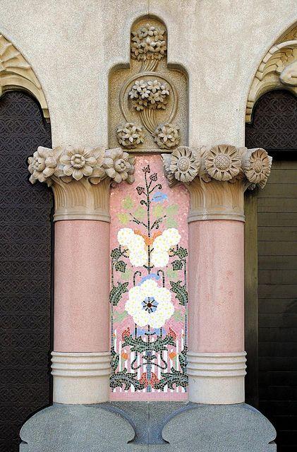 Casa Lleó i Morera.    Architect: Lluís Domènech i Montaner. Barcelona - Pg. de Gràcia