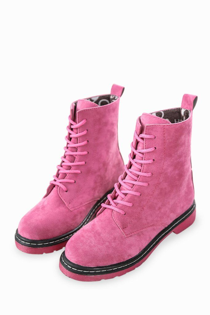 This item is shipped in 48 hours, included the weekends. These classic high top boots in pink are sure to easily complement all of your everyday wear. Featuring a lace up front, thick rubber soles and
