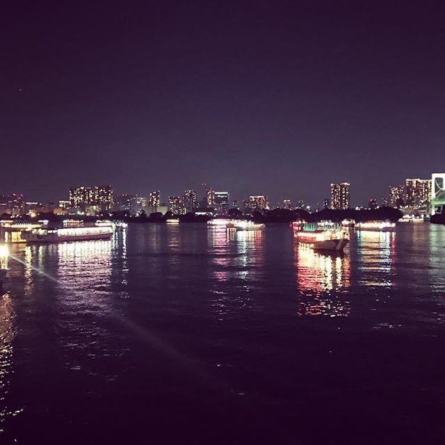 今日は屋形船多くてお台場海浜公園が綺麗ですよー‼︎ 涼しいし🎐  #クルージング#cruising#captain#東京湾#女子会#カップル#tokyo#japan#follome#サンセット#iphone#bbq#party#instagood#シャンパン#カメラ#涼しい #飲み放題#リムジン#海#japanese#summer#肉#roppongi#お台場#屋形船#レインボーブリッジ#海浜公園#お台場海浜公園