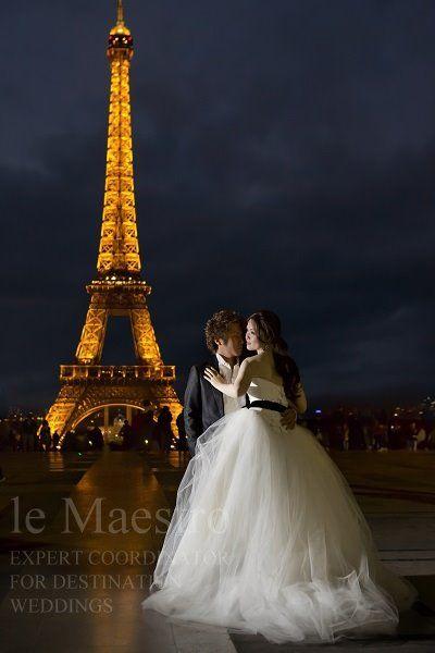 パリで優雅なウェディングフォト。海外の前撮りスポット一覧です。参考にどうぞ♡
