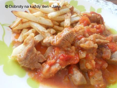 Krůtí maso z kýty na cibuli a rajčatech