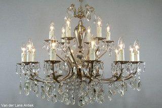 Franse kroonluchter 26001 bij Van der Lans Antiek. Meer antieke lampen op www.lansantiek.com