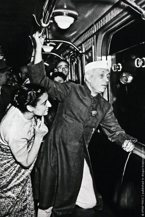Индира Ганди и Джавахарлал Неру в Московском метро