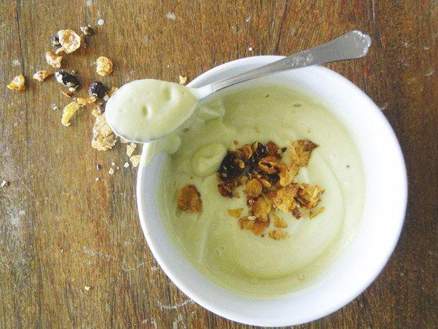 Abacate batido com iogurte, mel e suco de limão. | 15 receitas inspiradoras para você nunca mais pular o café da manhã