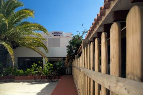Hostal Capri (*)  Hostal Capri é un Altre strutture ricettive 1 stelle di Es Pujols composto da 15 stanze E' situato in Avenida miramar, 41 nel quartiere Formentera. Dista 0 km da Hostal Voramar Es, 0 km da Serra Mayans, 3,6 km da Formentera 4. Nomadas, 18 km da Palladium Palace Ibiza Resort, 18,1 km da Club Palm Beach e altri luoghi di interesse di Es Pujols.  Dista 18,3 km dall' aeroporto di Ibiza, 143,4 km dall' aeroporto di Son Sant Joan, 187,8 km dall' aeroporto di Valencia. Pre..