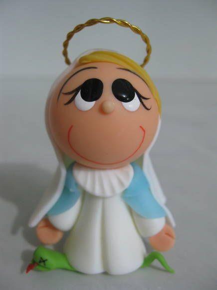 Imagem com 6cm de altura, modelada em biscuit.  Acompanha embalagem com oração. R$ 10,00