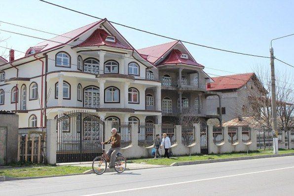 """(Foto) Oraşul din România cu vile ca în Beverly Hills. """"Este fabulos"""". Vezi aici foto:"""