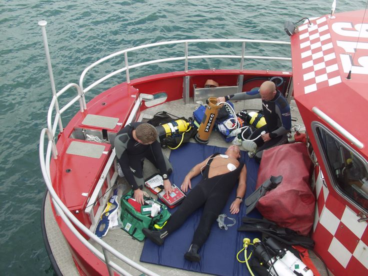 Preparing people to manage if they are faced with a diving accident is one of our areas of expertise.