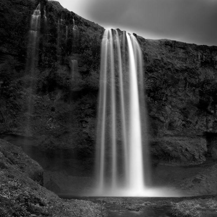 Ghost La chute d'eau de Seljalandsfoss, 65 mètres de haut. #islande #black #white #Iceland