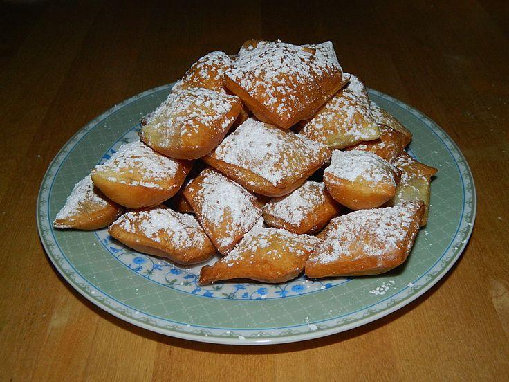 Kräppelchen, ein beliebtes Rezept aus der Kategorie Kuchen. Bewertungen: 31. Durchschnitt: Ø 4,6.