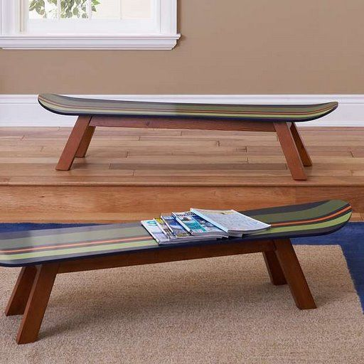 Mesa con tablas de skate