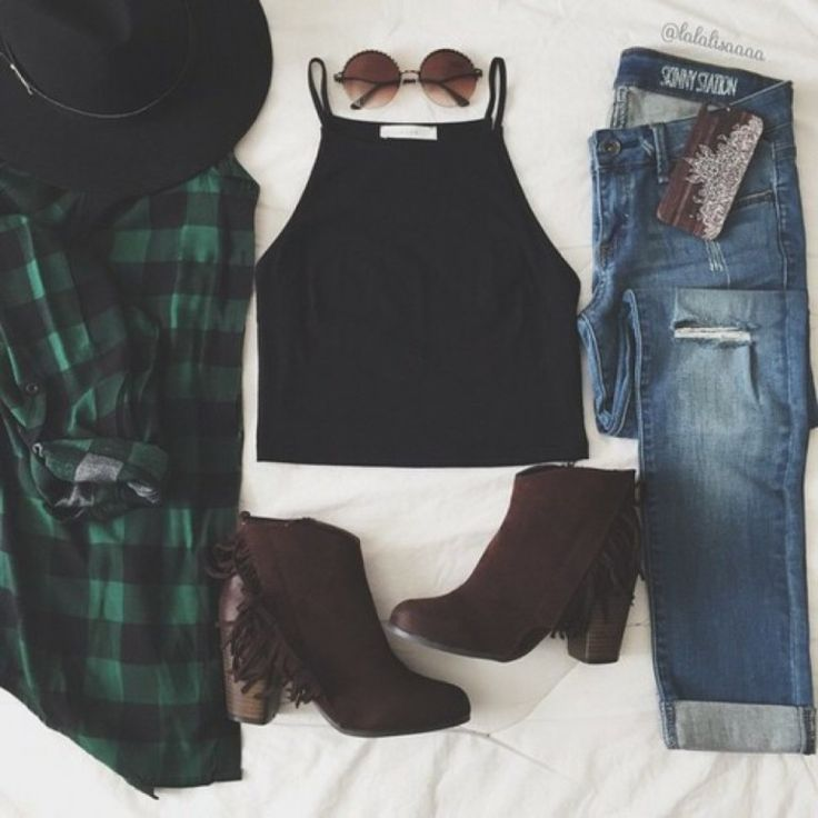 Grunge outfit idea nº15: Green plaid shirt, torn jeans, cowboy tassel boots, wide brim hat, brown tinted glasses, and black sleeveless T