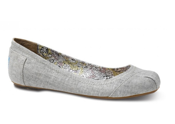 Linen ballet flats - natural fibers - from Toms One for One. I want my spending to support companies that care.
