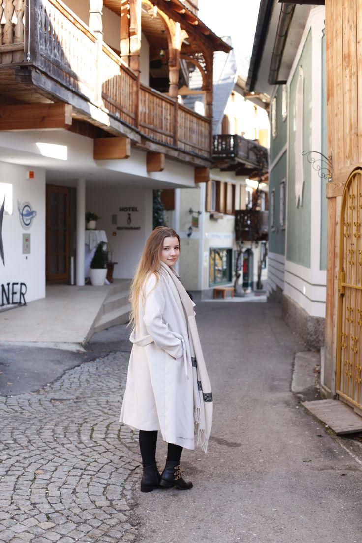 Hallstatt travel post on www.andreamurasan.com  #blog #blogpost #ontheblog #andreamurasan #travel #fashion #outfit