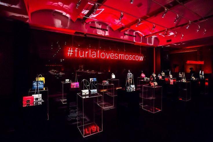 glamour_russia :  Furla Loves Moscow: как прошел гала-ужин итальянского бренда в Историческом музее. Галерею смотрите по ссылке в профиле👆#glamour_russia #furla #furlalovesmoscow