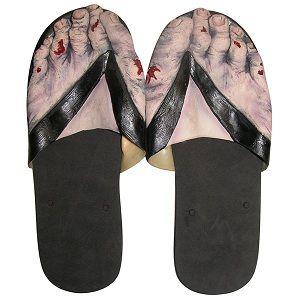 Découvrez les claquettes Zombies qui transformeront vos pieds en horribles panards de morts vivants. C
