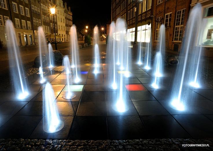 Fontanna Czterech Kwartałów nocą / Four Quarters #Fountain at night, #gdansk   photo: Paweł Piwosz