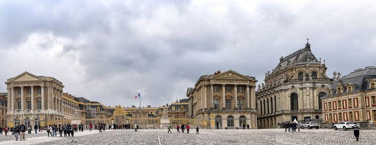 Le poids de l'histoire - Château de Versailles 1 - Le château de Versailles est un château et un monument historique français qui se situe à Versailles dans les Yvelines en France. Il fut la résidence des rois de France Louis XIV Louis XV et Louis XVI. Le roi et la cour y résidèrent de façon permanente du 6 mai 1682 au 6 octobre 1789 à l'exception des années de la Régence de 1715 à 1723. http://ift.tt/2man12j