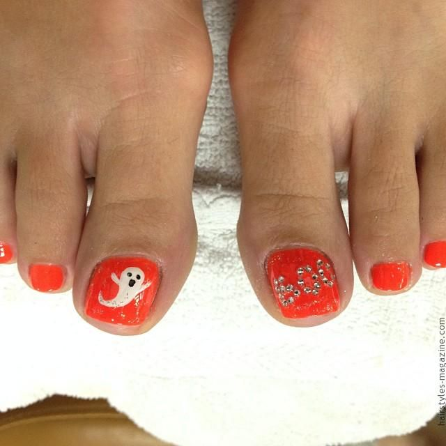 halloween ghosts on toes Awesome Halloween Toe Nail Art Designs For Horror Junkies!