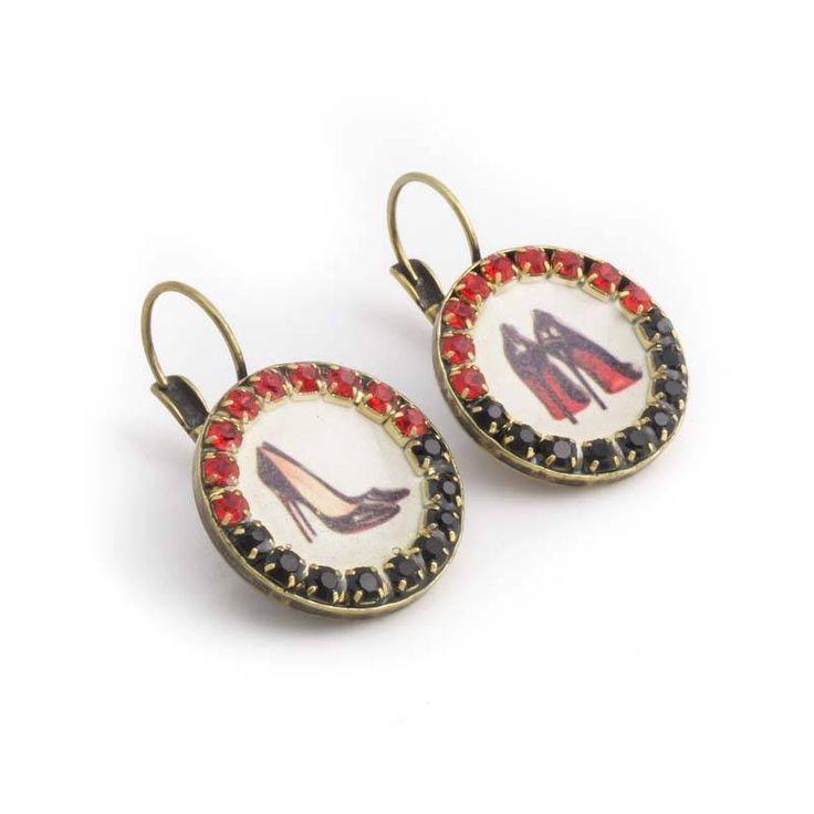 Rode oorbellen met pump en zwarte en rode kristallen