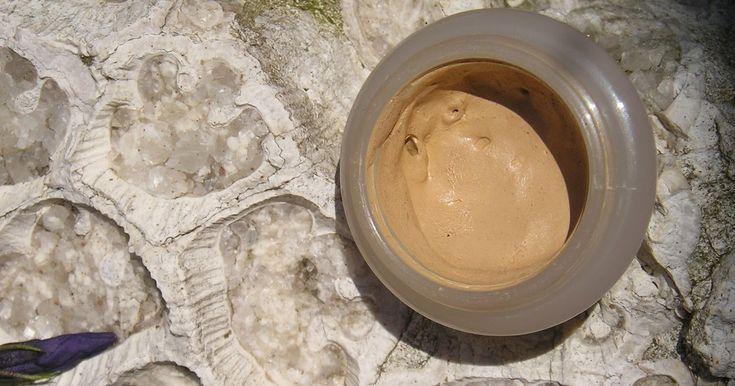 Corrector para disimular ojeras, marcas e imperfecciones. Con ingredientes que proporcionan a la piel hidratación, nutri...